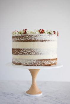 spiced pumpkin cake with vanilla german buttercream - a pumpkin party with presents!