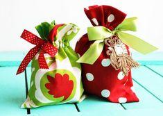 Com este saquinho de tecido para o Natal o seu presente ficará muito mais especial