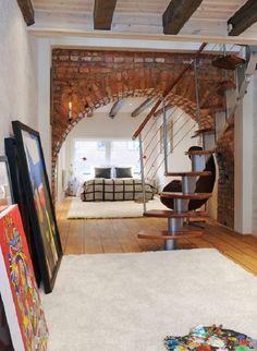 Desde que comenzaron a estar de moda los lofts, la decoración industrial ha ido ganando adeptos, y los países nórdicos son de los que mejor han sabido adoptar este estilo, quizás por su modo de vida joven y práctico por encima de todo.