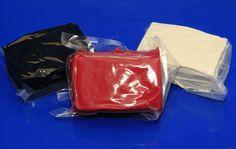 Extravit, röd och svart marsipan. 500g/förpackning #marsipan #kavlingsmarsipan #figurmodellering #täckatårta #tårtlock #tårta #klätårta