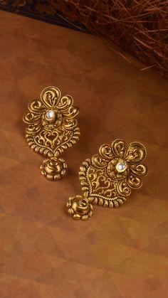 Kundan accented earrings adorned with ornamental swirls Gold Jhumka Earrings, Gold Bridal Earrings, Jewelry Design Earrings, Gold Earrings Designs, Gold Necklace, Indian Earrings, Gold Jewelry Simple, Gold Rings Jewelry, Golden Jewelry