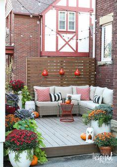 Outdoor Decor Ideas for Fall / Fall Deck-orating Ideas | inspiredbycharm.com