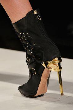 Hervé Léger High heels New York Fall/Winter Fall 2012    See more SHOEPHORIC runway shoes here.