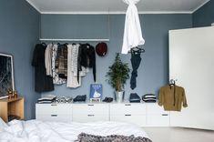 13 kommoder for stilfull lagring Apartment Closet Organization, Bedroom Closet Storage, Ikea Bedroom, Bedroom Ideas, Bedroom Inspo, Master Bedroom, Small Closet Redo, Nordli Ikea, Open Wardrobe
