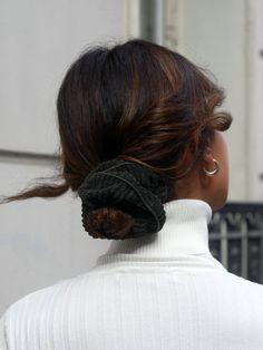 Jadeest un chouchouen velours côtelé vert sapin.Vous connaissez notre amour pour le velours côtelé... mais allié au vert sapin, là on a eu un crush direct. Jade va être notre compagnonde toujours, c'est sur ! Le liserévert apporte une finition parfaite. Bon à savoir : les accessoires Scrunchie is back sont prod Mature Women Hairstyles, Short Hairstyles For Thick Hair, Short Hair Cuts, Baddie Hairstyles, Cute Hairstyles, Wedding Hairstyles, Hairstyle Ideas, Celebrity Hairstyles, Nailart