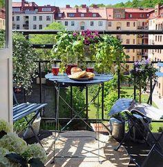 small outdoor decor ideas I small balcony decor ideas I small outdoor garden ideas Small Balcony Design, Small Balcony Garden, Small Terrace, Outdoor Balcony, Small Backyard Gardens, Outdoor Gardens, Outdoor Decor, Balcony Ideas, Small Balconies
