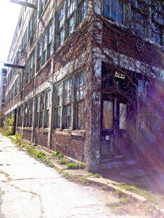 Abandoned Building, Walkerville, Windsor, ON // Sweet Spontaneity