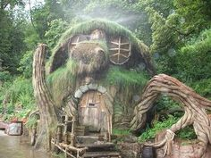 River House, The Enchanted Wood- Hobbits by the river? Hobbit Hole, The Hobbit, Fairy Houses, Play Houses, Theme Nature, Enchanted Wood, Storybook Cottage, Unusual Homes, Earth Homes