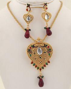 Antique clear crystal,garnet and green heart pendant neckalce-016ATQP  http://www.craftandjewel.com/servlet/the-1200/Antique-clear-crystal%2Cgarnet-and/Detail