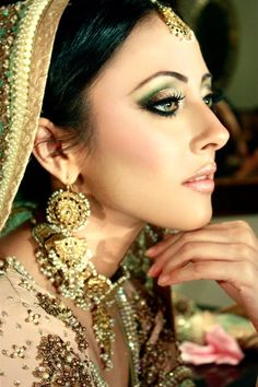 70 Beautiful Ideas for Asian Bridal Makeup Looks - VIs-Wed Asian Bridal Makeup, Bridal Makeup Looks, Indian Makeup, Bride Makeup, Bridal Looks, Indian Beauty, Wedding Makeup, Arabic Makeup, Pakistani Makeup