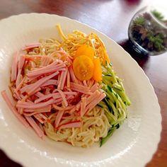 この夏はじめての冷麺!ごまだれ♡ 父のプチトマトをトッピング◡̈♥ - 7件のもぐもぐ - 冷麺*8/23 by yukibo