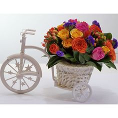 Bicicleta de Rosas Vista Angular Izquierda Beautiful Flower Arrangements, Floral Arrangements, Beautiful Flowers, Flower Cart, Flower Basket, Bicycle Wedding, Diy Crafts Hacks, Decoupage Vintage, Arte Floral