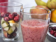 These juice and smoothie recipes incorporate fruits and vegetables into your daily diet and help to reduce your risk of breast and stomach cancer, and can prevent side effects from leukemia treatment. Juice Cleanse Recipes, Fruit Smoothie Recipes, Smoothies, Healthy Juices, Healthy Drinks, Healthy Recipes, Healthy Food, Cancer Prevention Diet, Cancer Fighting Foods