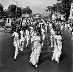 """lostinhistorypics: """"Female students with guns lead a march on the streets of Dhaka, Bangladesh in a show of defiance against the Pakistani military establishment. History Of India, Asian History, Photos Du, Old Photos, Rare Photos, Vintage Photos, Khilafat Movement, East Pakistan, Dhaka Bangladesh"""