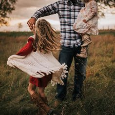 Ideas For Dancing Kids Photography Father Daughter Fall Family Pictures, Family Picture Poses, Family Photo Sessions, Family Posing, Family Pics, Family Portraits, Outdoor Family Photos, Father Daughter Pictures, Photo Shoot
