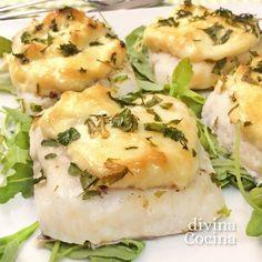 Esta receta de merluza al horno con mayonesa es facilísima de preparar y es un plato muy vistoso para ocasiones especiales.