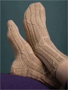 Freshman Cabled Socks - Socks and Legwarmers - Patterns - Knitting Magic Loop Knitting, Stitch Patterns, Knitting Patterns, Knit In The Round, Patterned Socks, Freshman, Knitting Socks, Knitwear, Crochet