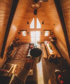 A beautiful cabin + a hot cup of coffee = a perfect afternoon ☕️❤️ Photo by: @kylefinndempsey - #takemoreadventures