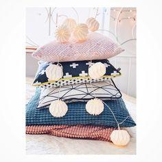 "Polubienia: 214, komentarze: 5 – Marcelina x Workshop (@marcelinaworkshop) na Instagramie: ""Master of Pillows 🤩🤨🤟🏻 #homedecor #homedesig #pillows #pillow #fairylights #ikea #haul #bedroom…"""