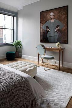 Inspiring loft apartment located in SoHo, New York, designed in 2019 by Studiolav. Loft Interior, Estilo Interior, Interior Exterior, Soho Loft, New York Loft, Neutral Colour Palette, Design Studio, Colorful Furniture, Grey Walls
