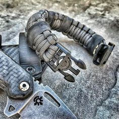 S.E.R.E - Survive-Evade-Resist-Escape. Complete with Handcuff key buckle, Kevlar utility thread, Shim pin, Fire steel, SOLAS, fishing hook & more @superessestraps #SEREsidekick Share from @edgeconcepts