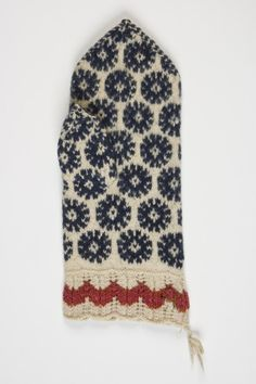 vald Kokora, küla Tedre, Vintage mitten from Estonia Knit Mittens, Knitted Gloves, Knitting Socks, Wrist Warmers, Knitting Accessories, Couture, Pulls, Twine, Knitting Patterns
