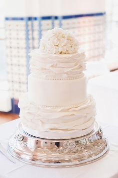 Love the simplicity of this wedding cake but with a modern twist.