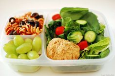 A beautifully healthy lunch from Super Healthy Kids. This yummy Italian lunch is a creative change from a sandwich, and fun to eat too!  http://blog.superhealthykids.com/2011/03/healthy-school-lunch-the-italian-way/