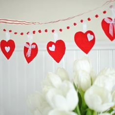Make this sweet Felt Heart Valentine's Banner in a jiffy with just a few supplies!