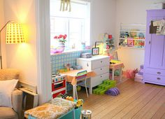 Pretty playroom---makes me wish we have the extra room!