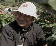 Un concurso por ser el mejor cogedor de café puso a sudar hasta a Monseñor