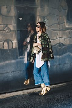 Oversize Camouflage Parka, Denim Culotte, goldene Boots, Streetstyle, Herbst…