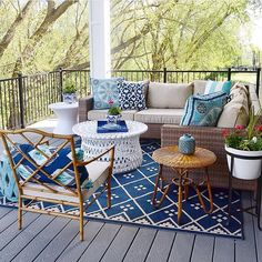 Porch/sunroom with a rug
