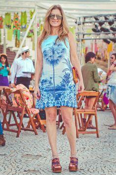 street style modices :: pine agora, leia depois ;)  para ver mais: http://modices.com.br/das-ruas   #dress #boho #brazilianstyle #clogs