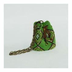 Mochila wuayu original con diseño en rombo, swarovskis, lentejuelas y canutillos disponible para la venta info 3104783854 solo whatsapp Bucket Bag, Cuff Bracelets, Turtle, Mini, Crochet Bags, Jewelry, Fashion, Bugle Beads, Sequins