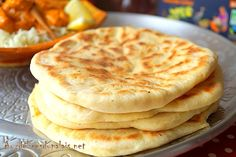 Cheese naan (pain indien au fromage - Karin M. Meat Recipes, Mexican Food Recipes, Snack Recipes, Food Porn, Tumblr Food, Chocolate Banana Bread, Baked Asparagus, Party Food And Drinks, Cheese Bread