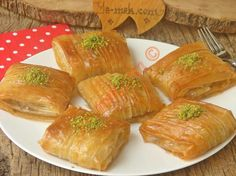 Pileli Kolay Baklava – Pratik yemekler – The Most Practical and Easy Recipes Armenian Recipes, Turkish Recipes, Indian Food Recipes, Cheesecake Baklava, Sorbet, East Dessert Recipes, Saffron Cake, Semolina Cake, Tasty Bread Recipe
