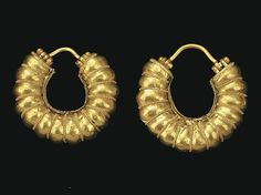 A PAIR OF EAST GREEK HOOP EARRINGS CLASSICAL PERIOD, CIRCA 5TH-4TH CENTURY B.C.