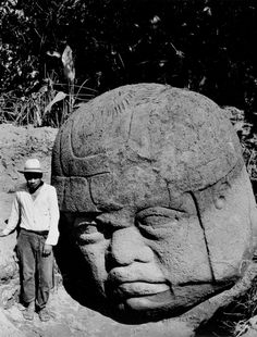 Richard Hewitt Stewart - Colossal Olmec Head, La Venta, Mexico, For National Geographic. Maya, Ancient Mysteries, Ancient Artifacts, Ancient Aliens, Ancient History, Black History, Art History, National Geographic Images, Art Quiz