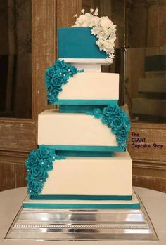 Totally loved making this wedding cake in such a striking Teal colour. The bride chose this beautiful colour to compliment the simple , sharp lines of the traditional square cake. It's one of those cakes that makes me smile inside everytime I see...