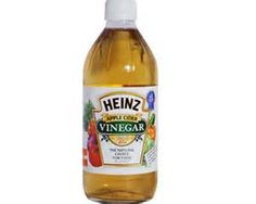 Apple cider vinegar is thought to have antibacterial properties that can help fight the infection causing sore throats. The acidity of the vinegar decreases the pH of tissue, which helps prevent bacteria from growing on its surface. Raw apple cider vinegar also has the prebiotic inulin, which may increase your number of white blood cells and T cells, and boosts your immune system.