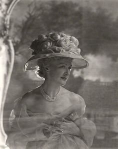 Edwardian actress, Lily Elsie by Cecil Beaton. Vintage Glam, Vintage Beauty, Vintage Ladies, Vintage Fashion, Vintage Couture, Victorian Women, Edwardian Era, Edwardian Fashion, Vintage Photographs