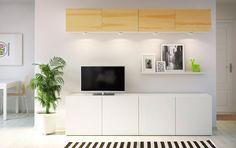 Armários de parede BESTÅ com portas de chapa de pinho e combinação de arrumação para TV em branco