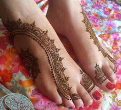Henna mendhi trail on feet