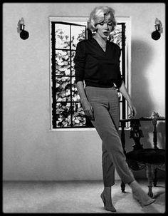 """4 Juillet 1962 / DERNIERE INTERVIEW DE MARILYN / Marilyn est interviewée par Richard MERYMAN pour """"Life"""" (qui paraîtra le 3 août). La rencontre a lieu chez Marilyn, dans sa maison à Los Angeles et dura un peu plus de 6 heures. Pendant l'entretien, le photographe Allan GRANT prit quelques clichés de Marilyn, elle parait gaie et heureuse. Quelques jours après, Richard lui apporta une transcription de leur entretien. / TRADUCTION INTERVIEW / Quelquefois je sors, pour faire des courses ou…"""