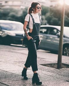 cute spring outfits to wear now 2019 best outfits woman spring 27 - Cool outfits - Cool Cooloutfits Cute outfits spring Wear Woman 744290275905234974 Grunge Fashion, Look Fashion, Womens Fashion, Urban Chic Fashion, Feminine Fashion, Fashion Edgy, Fashion Kids, Fasion, Goth Outfit