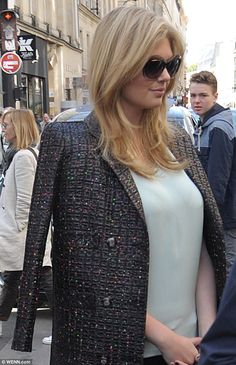 Stunning: Kate's Upton hair was delicately styled in sweeping waves as she made her grand entrance onto the fancy street