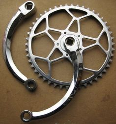 As a beginner mountain cyclist, it is quite natural for you to get a bit overloaded with all the mtb devices that you see in a bike shop or shop. There are numerous types of mountain bike accessori… Bicycle Art, Bicycle Design, Cool Bicycles, Vintage Bicycles, Garage Bike, Bike Details, Push Bikes, Fixed Bike, Bicycle Maintenance