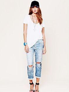 I got no boyfriend but I still love boyfriend jeans. Plus points if distressed and cuffed at the hems! ;)