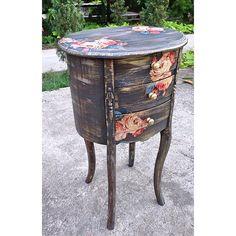 Mau  furniture Atau craft ala shabby chic dengan decoupage technic. Atau penasaran sama mebel atau furniture dengan warna warna pastel. Mulai dari meja makan, drawer, kursi, lemari, table accecories, dan masih banyak bangeeettttt. Follow aja langsung   website : www.leatique.com instagram : leatique_deco facebook : leatique deco    #shabbychic #shabby #furniture #mebel #gift #decoupage #nampan #decoupageindonesia #shabbychicbandung #craft #vintage #dekorasishabbychic #interiordesign #Wood